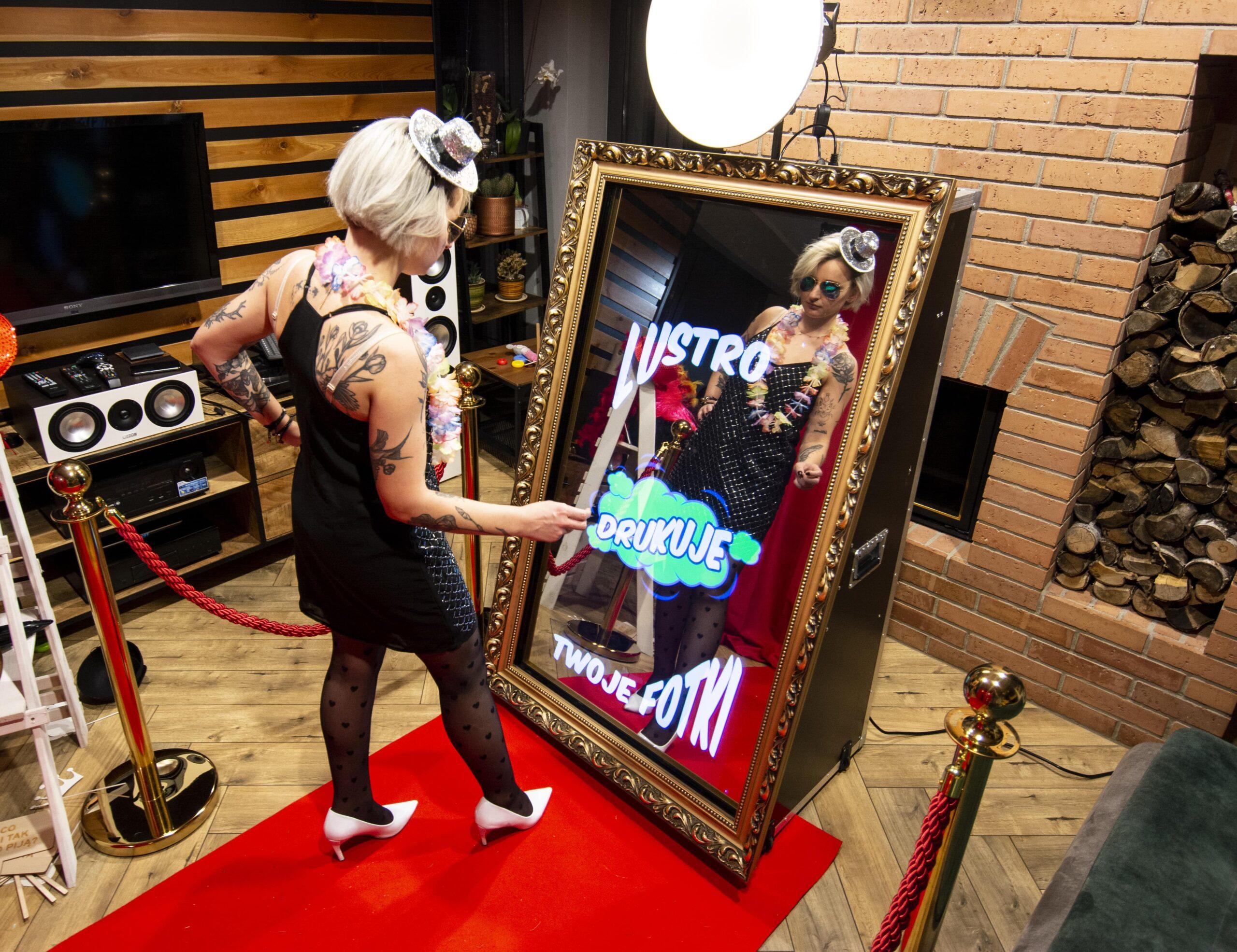 lustro drukuje na miejscu fotki