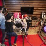 fotolustro zapewnia zabawę dla dorosłych i dzieci